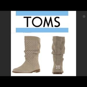 NEW TOMS SERRA SLOUCH BOOT CREAM PERFORATED